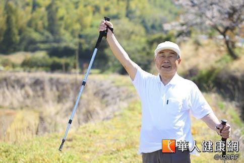台灣癌症基金會表示,保持正面積極的態度做好健康管理,有助於控制癌症,降低復發率,就像慢性病。