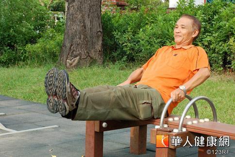 腳是人的第二個心臟,中醫師提醒銀髮族,應重視足部保健,規律運動,遠離腳冰冷。