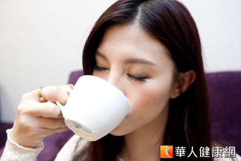 改善經痛,中醫師建議,平時可多喝優酪乳、牛奶,緩解疼痛。(攝影/黃志文)