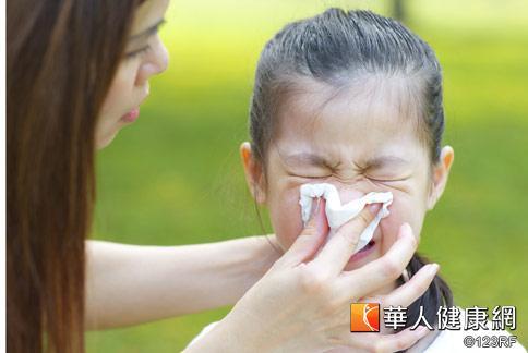医师指出,过敏是身体一种慢性炎症反应,发生於鼻腔、眼结膜时,称为过敏性鼻炎。