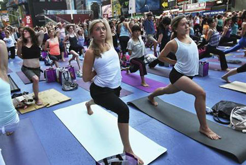 練瑜珈不僅可以安定心神,對於心律不整的患者更可能有改善的效果。( 圖片/取材自英國《路透社》)