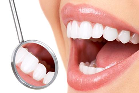 劉正芬醫師表示,除了齒顎矯正之外,搭配光療貼片可以使微笑曲線更完美。