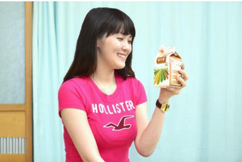 添加芝麻及花生的糙米漿,因含有大量的鈣質,能補充女性在生理期的鈣質流失,並補充預防骨骼疏鬆所需要的鈣質。(圖片提供/統一企業)