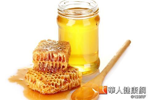 蜂蜜可以滋陰、潤肺,也有抗過敏的功效。