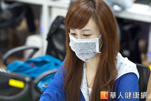 口罩具有過濾灰塵和飛沫的功能,可降低自己受感染或散播病菌的機率。(攝影/黃志文)