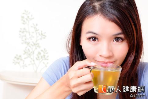 強化免疫力,孫安迪醫師認為可以多喝不同種類的無糖茶飲,攝取茶多酚提高體內抗氧化的能力。