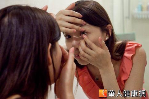 為了讓眼睛大且美,許多愛美女性,購買不合法的角膜變色片,易讓眼角膜受傷害。(攝影/黃志文)