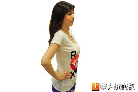 中醫師張文馨分享,想要擁有漂亮的手臂線條,平常可利用穴道按摩、經絡拍打與簡易的伸展操。(攝影/黃子倫)