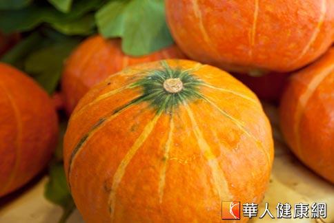 夏季盛產的南瓜含有豐富維生素A和β-胡蘿蔔素,多吃有助於保護眼睛。(攝影/黃志文)