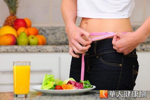 許多女性一到生理期就會因體內水分和廢棄物累積,身材變得臃腫。