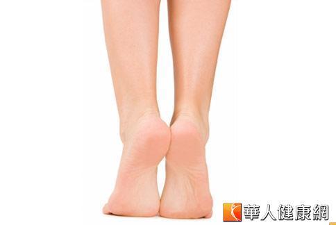 長短腳容易引起肩膀與下背痛,早發現治療很重要。