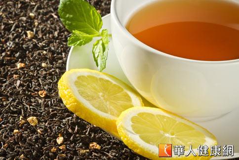 消暑良方不妨選擇以烏龍茶、綠茶為主的「消暑茶凍」,同樣能夠達到消暑生津的作用。