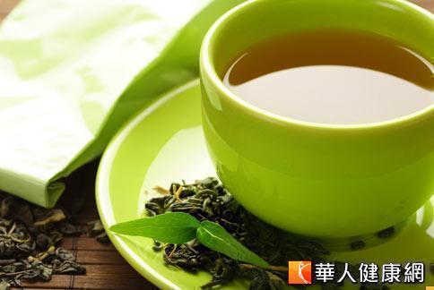 綠茶多酚類物質,特別是其中的兒茶素成份能提供強力的抗氧化作用,適合在夏天加入水果咖啡等飲用。
