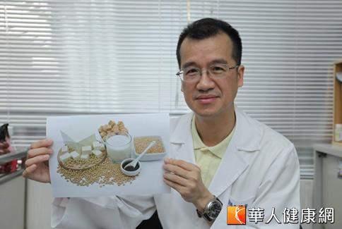 家醫科醫師王健宇表示,基因改造食物恐違反自然,可能對人類健康帶來危害。(攝影/黃志文)