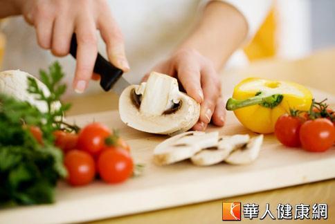 吃素好處多,可以降低體內膽固醇,及減少慢性疾病的發生機會。