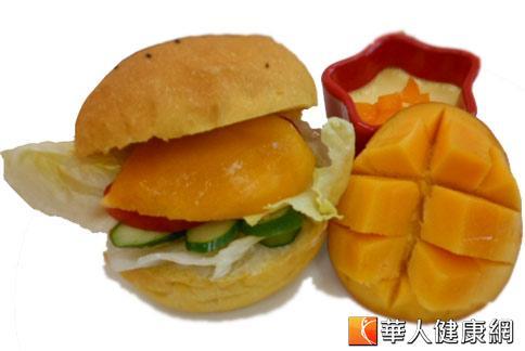 芒果米漢堡。(攝影/駱慧雯)