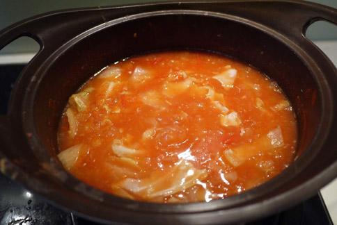 靜置於常溫下等待變涼,也可以加入冰塊後即成蔬菜冷湯,可以食用。(圖片提供/營養師趙函穎)