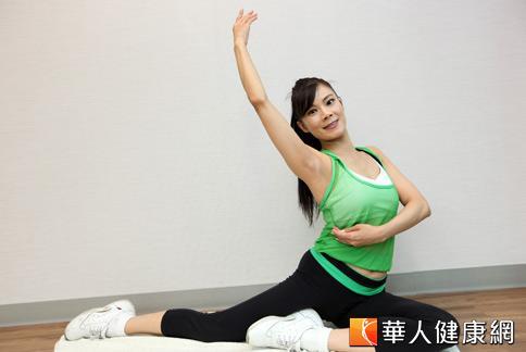 人妻們想要助孕、擁有平坦腹,快跟著陳鈴老師一起練習祛風式。(攝影/黃志文)