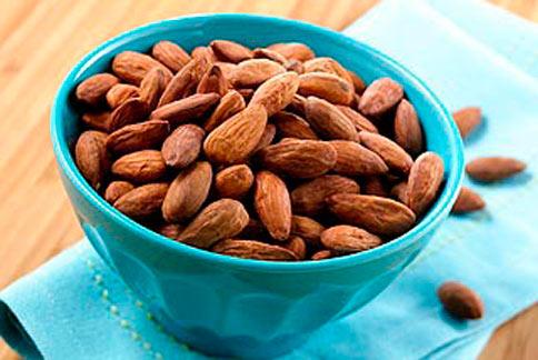 多吃堅果有助於降膽固醇,保護心血管健康。(圖片/取材自梅約醫學中心)