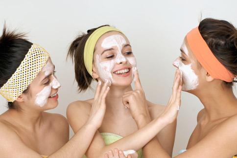 受到生理周期雌激素和黃體素平衡律動的影響,女性肌膚狀態時好時壞,皮膚科醫師建議順勢而為,採行對應的保養方法,也能保持肌膚水噹噹。