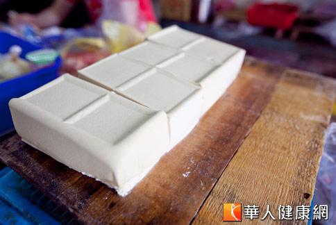 研究發現,每天食用50至100公克的豆腐,有「瘦臀」的妙用。(攝影/黃志文)