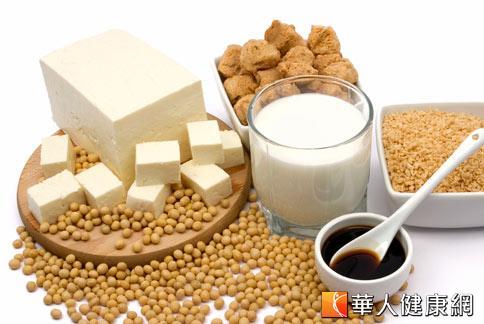 適當攝取新鮮的豆類製品可補充蛋白質,幫乳癌病友增加營養和活力,但應避免攝取高劑量的大豆異黃酮補充劑。
