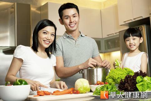 研究發現,多攝取含有豐富胡蘿蔔素的新鮮蔬果,有助於降低肺癌發生率。