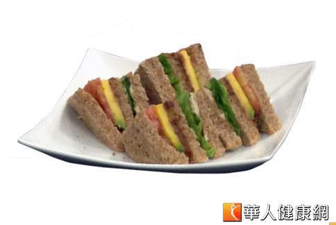 動手做陽光三明治輕食僅要282大卡,能有效減少熱量攝取,幫助減重。(攝影/黃子倫)