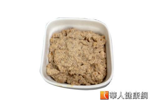 自製核桃豆腐醬,其中的堅果類核桃能幫助減少熱量攝取。(攝影/黃子倫)