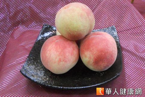 台中「梨山蜜桃」汁多味甜、口感柔嫩還有天然的香氣,集「色、香、味」於一身。(攝影/張世傑)