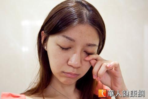 關於睫毛的知識你知道多少?小心保養不當反而會傷了眼睛。(攝影/黃志文)
