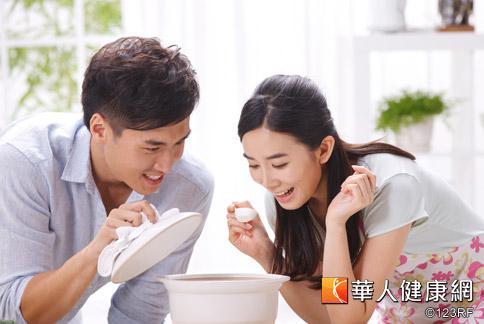 夏天吃冬瓜蓮子粥或四神養生粥,可幫助身體清熱排濕,降低濕疹復發率。