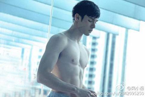 鳳小岳身材線條完美,羨煞不少男性同胞。(圖片/取材自鳳小岳臉書)