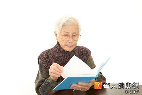 老年人出現眼花,可多以食療補腎養肝。