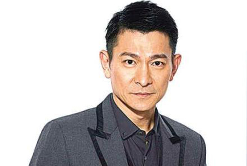 劉德華已邁入51歲,但外型身材還是維持得很好。(圖片/取材自劉德華官方微博)