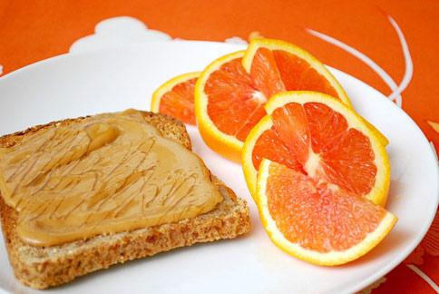 早餐非吃不可,助燃燒熱量又能抑制嘴饞食慾。(圖片/取材自美國《赫芬頓郵報》)