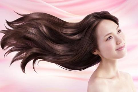頭髮還未全乾就上床睡覺,對頭髮的髮質也會有傷害喔!(圖片提供/美忍者)