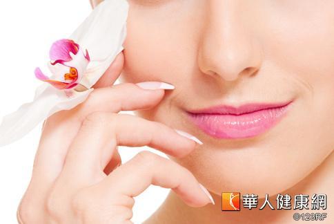嘴唇保養很重要,快了解5種會讓唇部乾燥脫皮的原因,才能進一步來保養唇部。