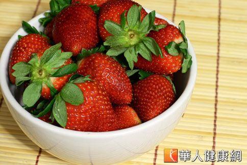 草莓含有維他命C、果膠、纖維素。