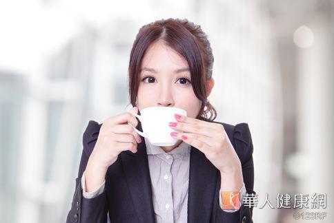傳統的青草茶對於消暑、降火更有效果。