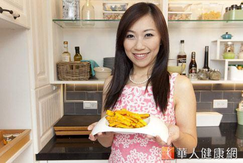 矽谷美味人妻謝凱婷示範一道低熱量又營養的甜點「黃金地瓜薯條」,讓愛吃甜點的人不吃胖!(攝影/黃志文)
