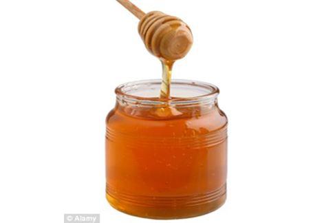 蜂蜜不只能當作食物,科學家更將它製成「超級蜂蜜」對抗傷口細菌並促進癒合。(圖片/取材自英國《每日郵報》)