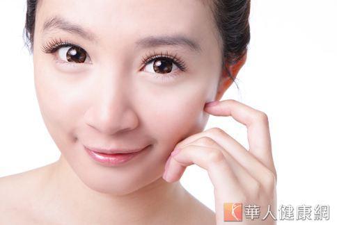 浮腫的雙眼讓人看起來好無神,快試試幾種快速補救方法。