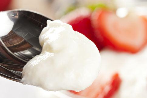 優格可以幫助降低口中硫化合物生成、消除口臭。(圖片/取材自美國《赫芬頓郵報》)