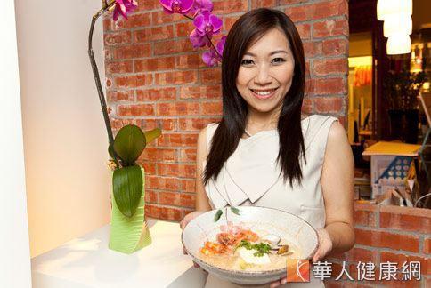 謝凱婷表示,使海鮮鍋的湯汁濃郁香醇的小祕訣,就是加入味噌和豆漿一起同煮。(圖片╱本報資料照片)