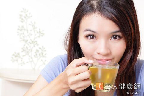 中醫師吳建東也建議便秘患者平日可以適量喝黃耆甘草茶補氣,保健腸胃。