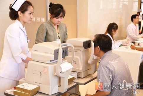 造成飛蚊症的原因很多,醫師建議治療前應先仔細檢查玻璃體和視網膜,確定病因再治療。