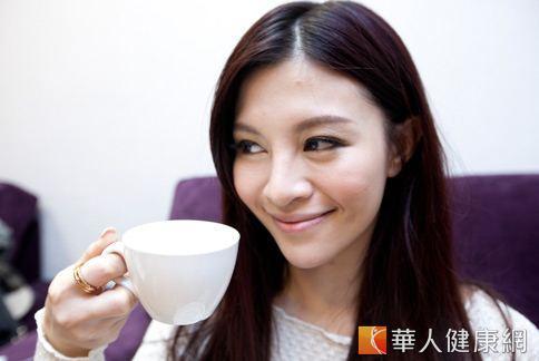 早上來杯杏仁茶有助排便,女性還可養顏美容。(華人健康網資料照片)