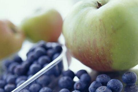 蘋果、藍莓、葡萄都有多酚類物質或花青素,對於抗氧化、抵抗糖尿病都有極好的效果。(圖片/取材自英國《BBC》)
