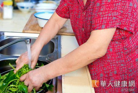 國衛院呼籲銀髮族要注意均衡飲食,菜可多吃,肉可少吃但不可不吃。